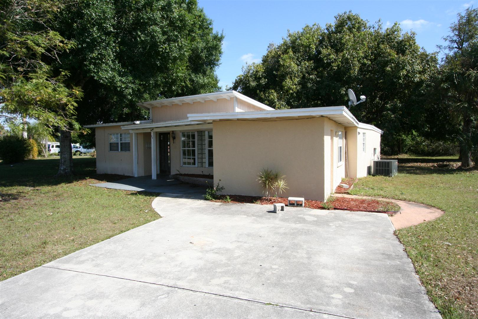20 SEMINOLE CT FORT MYERS, FL 33916 SOLD!