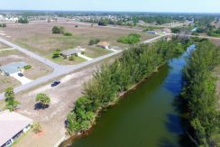 Waterfront lot for sale in Cape Coral Florida