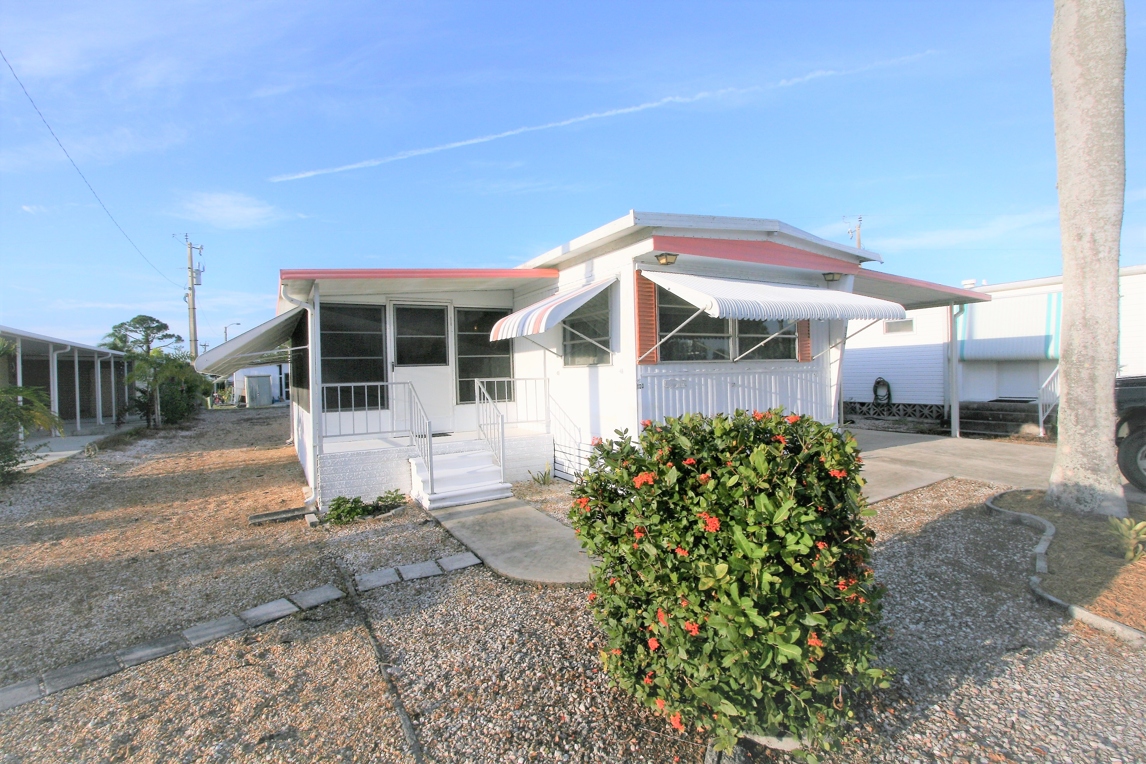 Mobile home for sale in Carriage Village (this one sold!)