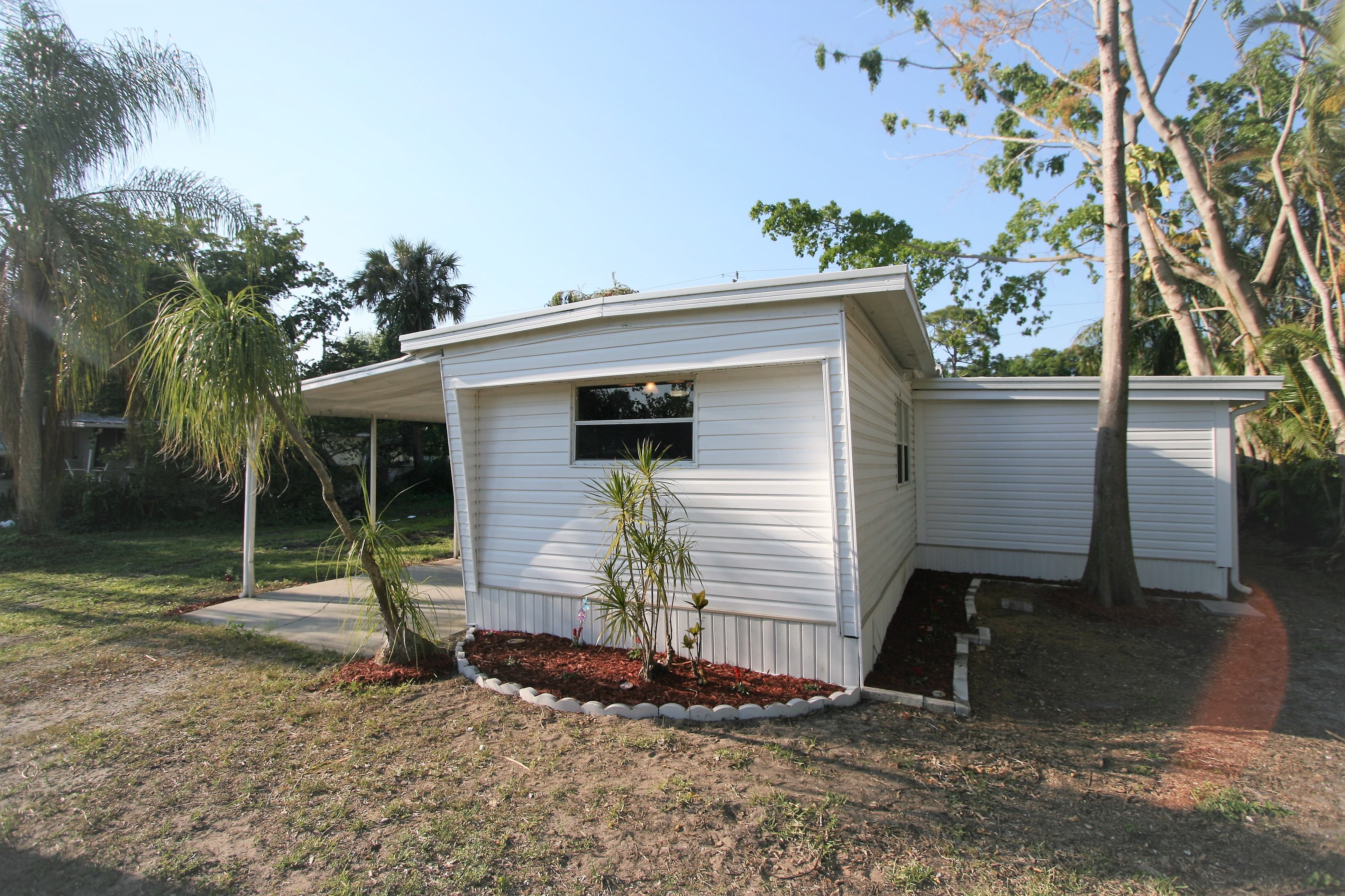 338 San Bernardino St North Fort Myers, Owner Financed Manufactured Home